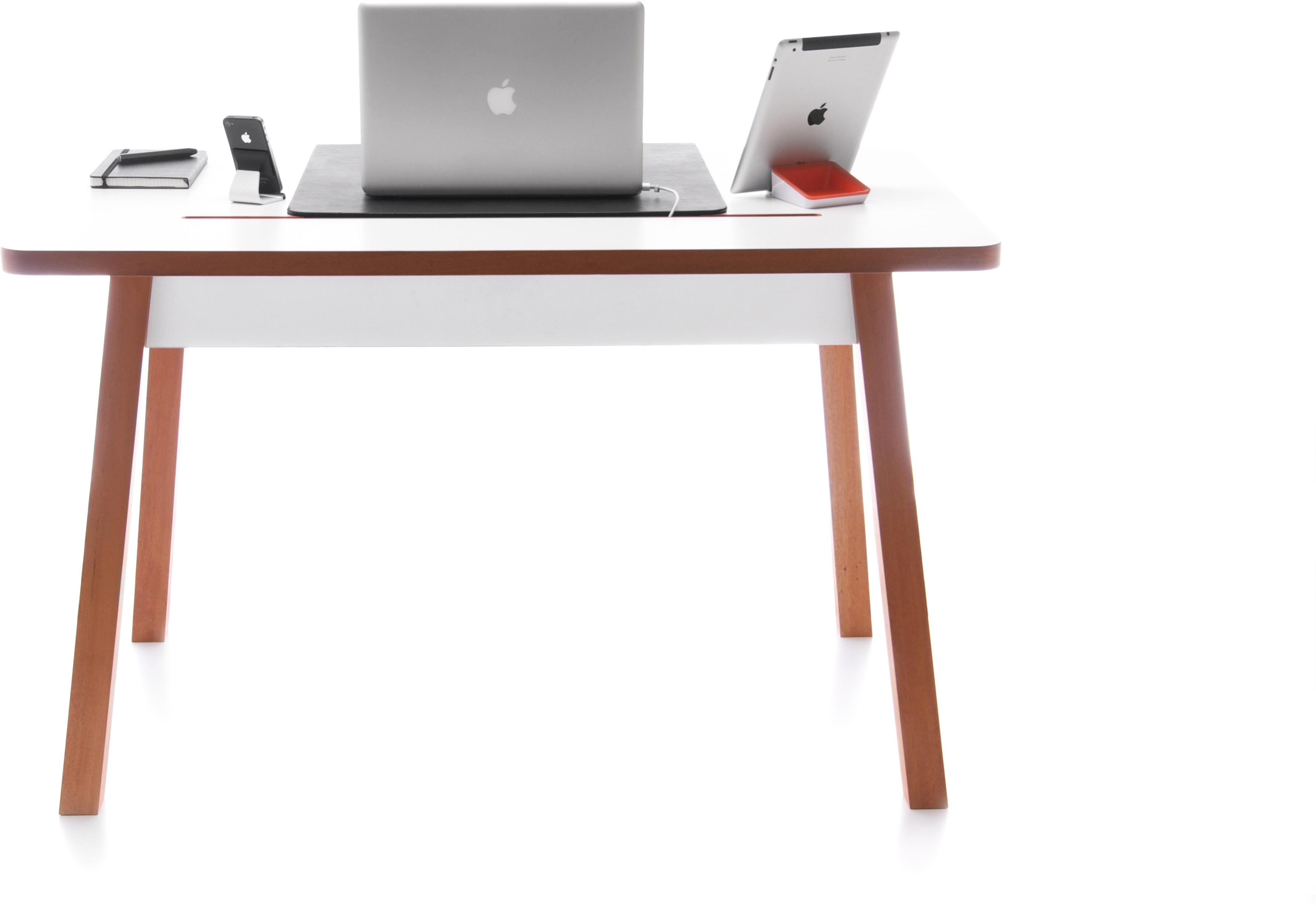 Письменный стол из дерева